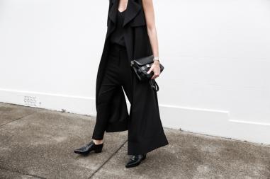 Modern legacy Blogspot All black Long sleeveless coat + trousers