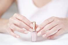 Nude manicure