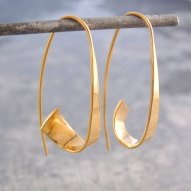 otisjaxon-gold-hoop-earrings