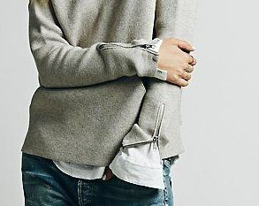 grey-oversized-sweater-white-long-sleeve-t-shirt-blue-jeans-black-ankle-boots-original-8323